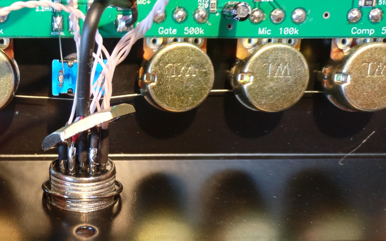 Equalizer UR6QW et larsen / retour HF Interieur-prise-8-broches-02-demontage