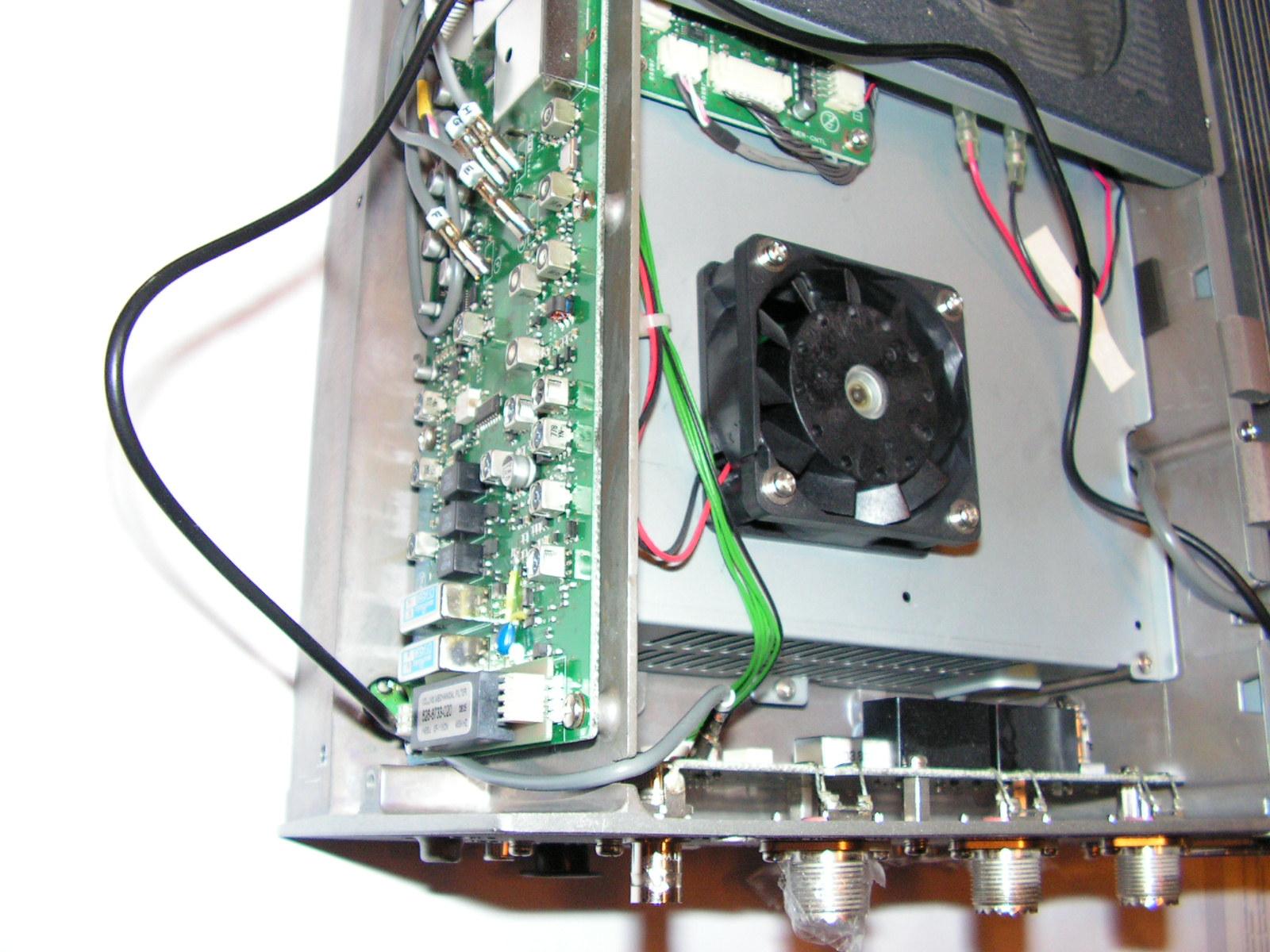 FT2000 : Dongle RTL SDR - Mise en place Trou-passage-platine-rec-1-org