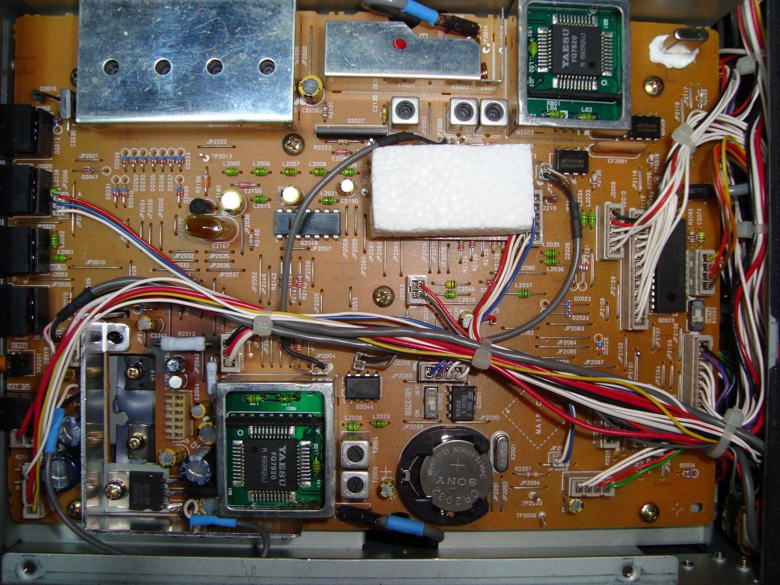FT840 Yaesu : Panne totale - L'émetteur-récepteur ne s'allume pas (uniquement rétroéclairage du S-mètre) Carte-local-unit