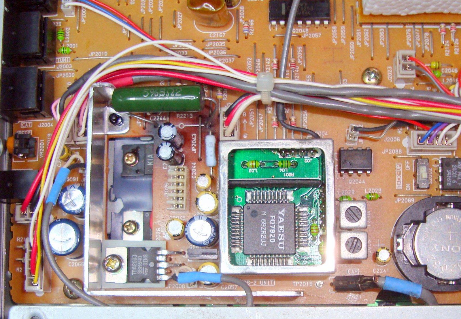 FT840 Yaesu : Panne totale - L'émetteur-récepteur ne s'allume pas (uniquement rétroéclairage du S-mètre) Ft840-platine-apres-depannage